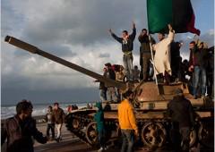 """Libia, Gheddafi compare in piazza e annuncia: """"Vinceremo"""""""