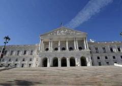 Cresce tensione Portogallo, sell off su euro e bond