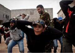 Libia: Gheddafi bombarda i suoi stessi giacimenti petroliferi