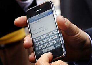 Apple: si potrà inviare denaro con l'iPhone, la nuova sfida