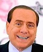 Al Palasharp mezzo vuoto solo 4.000 per l'Innominabile (fan stanchi) 15.000 a Bologna per Grillo