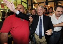 Declina il berlusconismo proprio a Milano: Pisapia 48,04%, Moratti 41,58%. Crolla anche la Lega