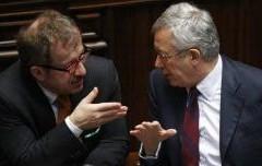 """Bossi: """"Trovare i soldi per la riforma fiscale tassando le banche cattive"""""""