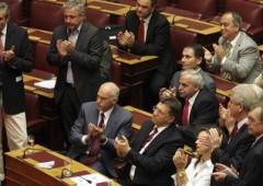 Grecia: parlamento vota si' al piano tra le fiamme