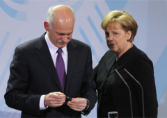 Papandreou a Merkel: stiamo facendo sforzi sovrumani