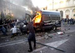 Indignati: battaglia di Roma dei black bloc esportata dai No Tav in Val di Susa. Commenti lettori