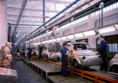 Termini Imerese: la fabbrica chiude, gli operai bloccano i cancelli