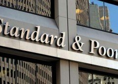 S&P taglia rating di 15 grandi banche
