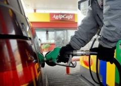 Prezzi +3,8% in Italia, la benzina piu' cara al mondo