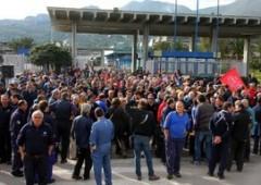 Centinaia di operai ed esodati Fiat occupano l'Agenzia delle Entrate