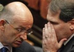 Mentre l'Italia e' distratta, il PdL prova a salvare Berlusconi