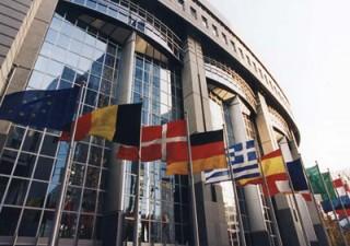 È il giorno del Consiglio europeo, sul tavolo il Recovery fund. Restano divergenze