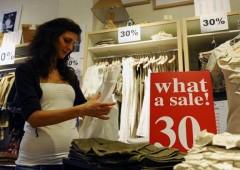 Saldi al via: si stima un crollo delle vendite del 20%, pesa l'Imu