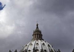 Spy Vaticano: assegno del papa a casa del corvo, è caccia ai complici