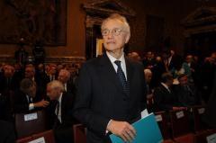 Italia: 35 milioni di euro l'anno spartiti da 22 banchieri
