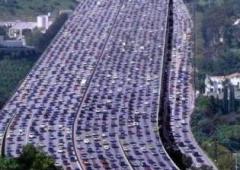 Code mai viste in Cina: pedaggi sospesi per rilanciare l'economia