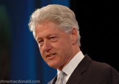"""Bill Clinton su Obamacare: """"la cosa piu' folle al mondo"""""""
