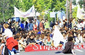 Palermo scontri studenti polizia: sassi e cariche, 3 feriti