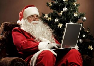 Regali Natale: vincono negozi tradizionali, anche se per il web è crescita boom