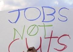 Teenager disperato, non trova lavoro e si mette in vendita