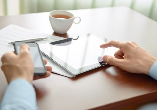 Banche: 8 clienti su 10 accedono al conto dal web e cellulare
