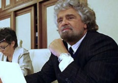 """Grillo: """"Sull'Euro referendum online"""". No al governissimo"""