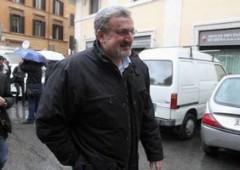 """Grillo, scacco a Bersani: """"Firma anche tu no a rimborsi"""""""