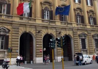 Economia italiana sulle sabbie mobili, tra boom debito e crollo Pil