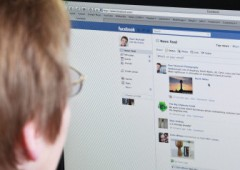 "Facebook discrimina amici. ""Oltre i 69 anni si viene fucilati"""