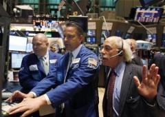 Wall Street: primo calo dopo 10 rialzi di seguito. Fiducia dei consumatori, minimi dal 2011