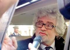 """Grillo a Bersani e Berlusconi: """"Siete padri puttanieri"""""""