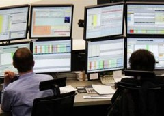 Borsa Milano +3%, azionario e spread scollegati da realtà