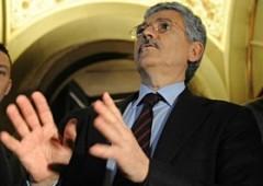 D'Alema e il mea culpa: errore escludere Renzi