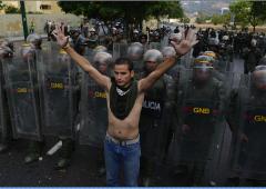 Venezuela spaccato: Maduro vince, Capriles denuncia brogli