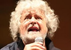 """Grillo: """"referendum su euro e Ue"""". Italia, """"crollerà tutto"""""""