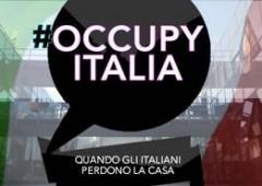 Gli italiani in ginocchio che occupano le case