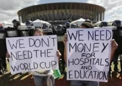 Brasile: un milione in strada. Mondiale calcio a rischio