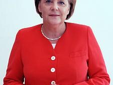 Auto: Ue sotto ricatto, blitz di Merkel su voto emissioni