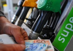 Brutta sorpresa da vacanze, benzina schizza verso 2 euro