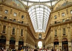 Smiracolo a Milano, una città in svendita