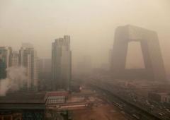 Pechino invasa dallo smog: chiudono gli aereoporti