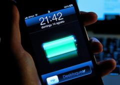 Creata superbatteria per telefonini: dura settimane