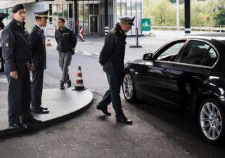 Portare risparmi in Svizzera, come si ingegnano gli italiani
