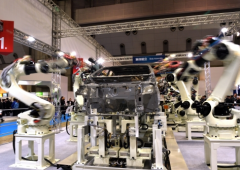 Dal Giappone robot che aiuta a sollevare qualsiasi cosa