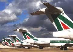 Alitalia, il nuovo piano. Fino a 4.000 tagli