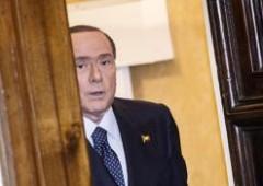 """Diamo per favore un passaporto a Berlusconi. Lui: """"Se lo avessi me ne andrei ad Antigua"""""""