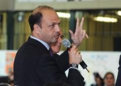 PdL si spacca, Alfano dice no a Forza Italia