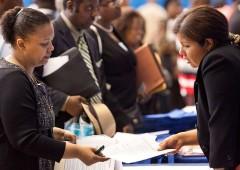 Occupazione Usa batte le attese (+233 mila posti a giugno). Disoccupazione sale al 4%