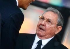 Obama stringe la mano a Raul Castro