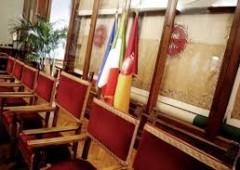 Costi della politica 23 miliardi, mentre l'Italia muore di tasse